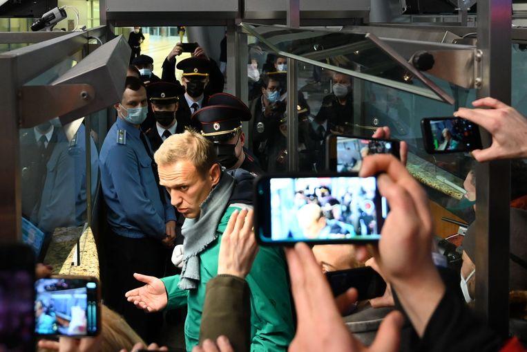 Kremlin-criticus Aleksej Navalny op de luchthaven van Moskou vlak voor zijn arrestatie.  Beeld AFP
