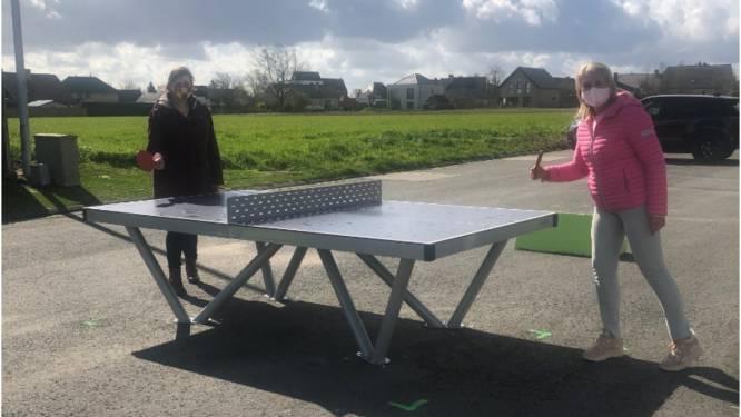 Gloednieuwe pingpongtafel voor speelgebied Flieterkouter