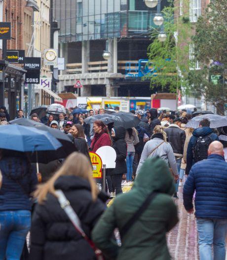 Opnieuw druk in Eindhovense binnenstad: welke rijen zijn het langst? 'Ons is het te druk en te rommelig'