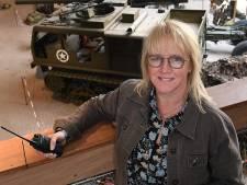 Helma is vreemde eend in de bijt in Oorlogsmuseum Overloon: 'Ik heb nooit iets met geschiedenis gehad'