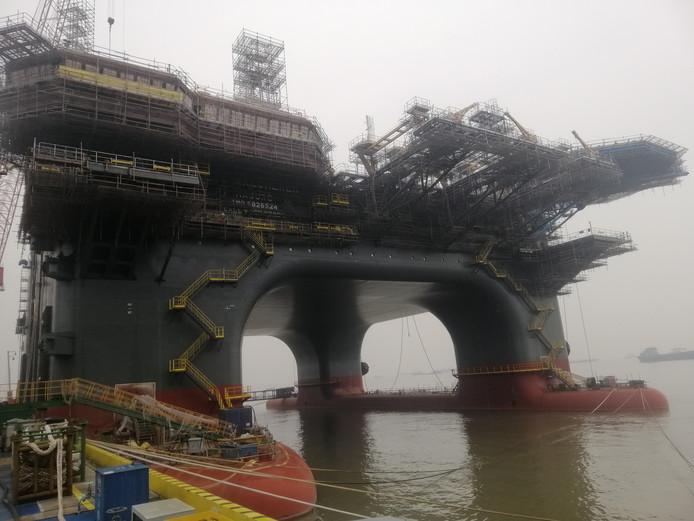 De motoren van het nieuwe hijs- en accommodatieplatform OOS Walcheren van het Serooskerkse offshorebedrijf OOS International zijn vrijdag opgestart.
