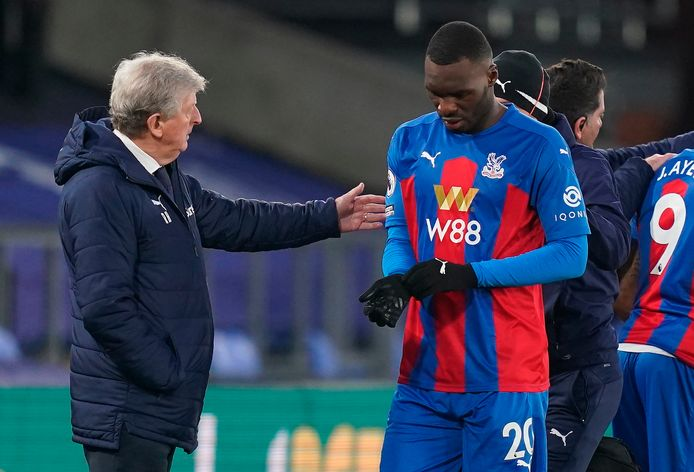 epa08915544 Crystal Palaceâęs Christian Benteke (R), reacts with Crystal Palaceâęs manager Roy Hodgson (L) during the English Premier League soccer match between Crystal Palace and Sheffield United in London, Britain, 02 January 2021.  EPA/John Walton / POOL EDITORIAL USE ONLY. No use with unauthorized audio, video, data, fixture lists, club/league logos or 'live' services. Online in-match use limited to 120 images, no video emulation. No use in betting, games or single club/league/player publications.