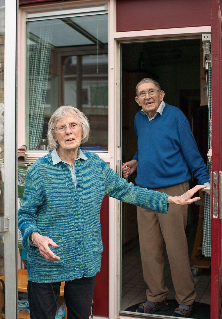 Martien en Piet Haveman vallen in verschillende leeftijdsgroepen en kunnen niet tegelijk gevaccineerd worden. Beeld Harry Cock / de Volkskrant