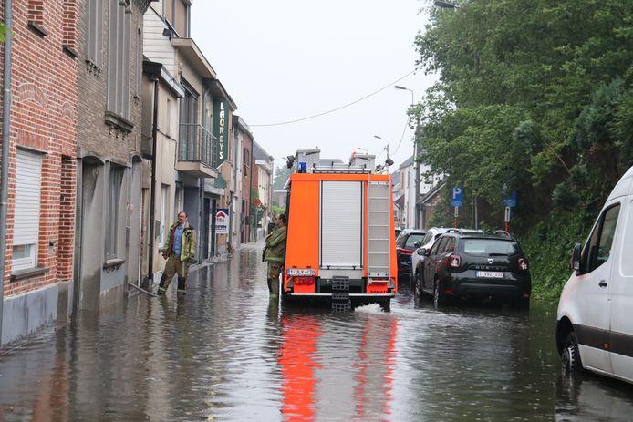 In de Van Tieghemstraat en de Warande was er heel wat wateroverlast.