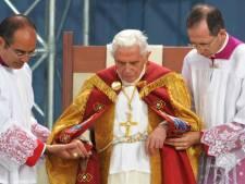 """Le pape """"secoué"""" après avoir parlé à des victimes d'abus sexuels"""