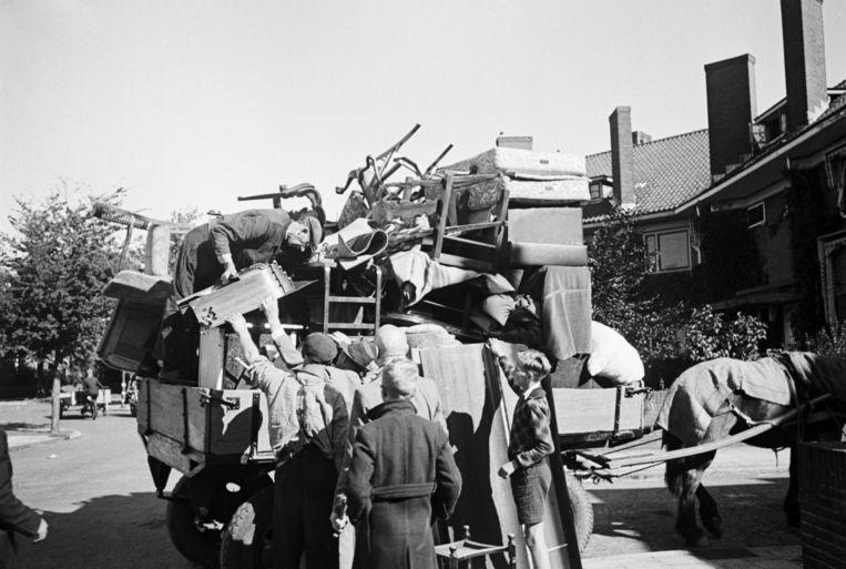 V2. September 1944. Evacuatie in Den Haag ivm lanceringen van V2's. Beeld Hollandse Hoogte