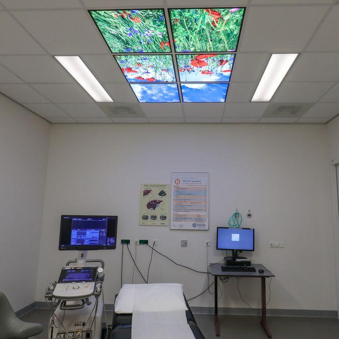 De plafondpanelen in de echokamer van Meander MC.