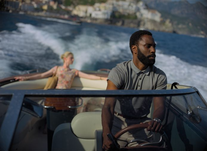 Scène uit de film Tenet met John David Washington.