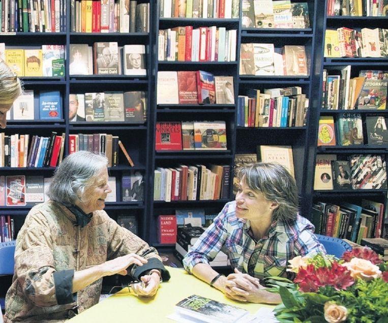 De bekroonde boekhandel van Monique Burger (r). © Werry Crone Beeld