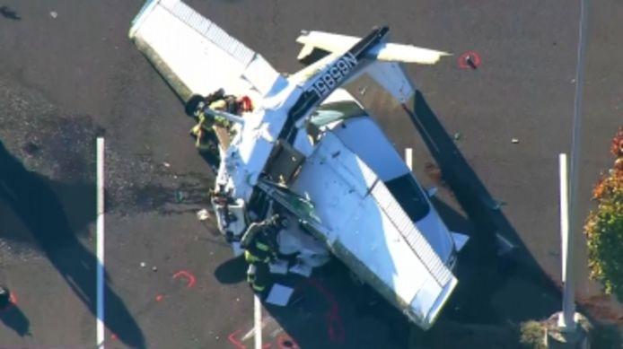 Son avion s'écrase sur une voiture, le pilote survit miraculeusement.