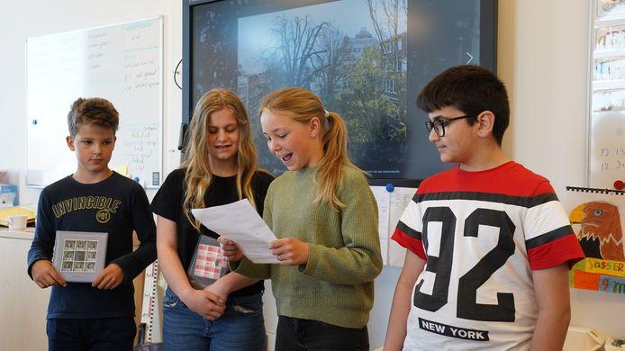 Vinny d'Hont, Bente de Houck, Jasmin van Hanegem en Ossama Aljati schreven burgemeester Marga Vermue een brief. Ze willen een Anne Frankboom in Oostburg.