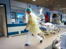 Les contaminations et hospitalisations continuent leur légère baisse
