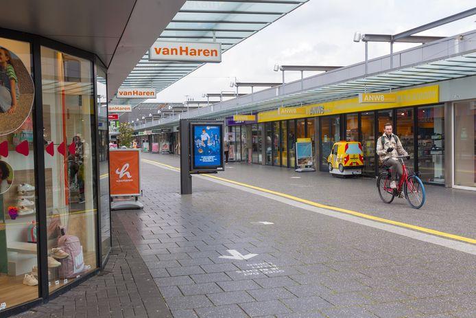 Winkelcentrum Woensel in Eindhoven. Certitudo Captital heeft hier zo'n 36 panden gekocht, met winkels als H&M, Etos, Douglas, Van Haren en ANWB.