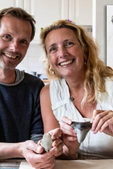 Selma uit Deventer vindt tand megahaai van 15 miljoen jaar oud: 'Ik was totaal verbaasd'