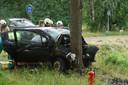Een bestuurder is woensdagmiddag rond 17.40 uur tegen een boom gebotst op de Kegelaar in Kaatsheuvel.
