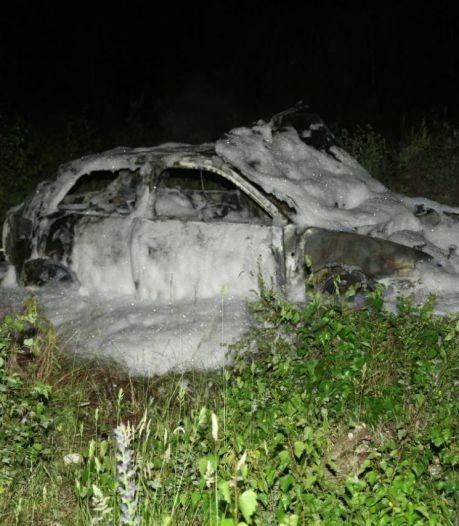 Auto in vlammen op grens bij Glanerbrug