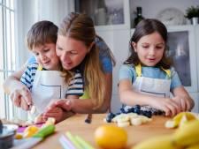 Moeders minder streng voor tweede kind (en dat geeft risico op overgewicht)
