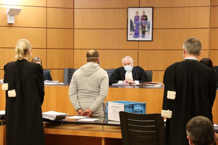 Azibou R. verscheen eerder in de rechtbank in deze zaak, maar was nu bij het vonnis niet aanwezig. Hij belandt voor 7 jaar achter de tralies.