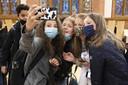 Veel scholieren droegen uit eigen beweging een mondkapje naar school.