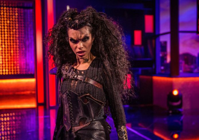 Nora als weerwolf.