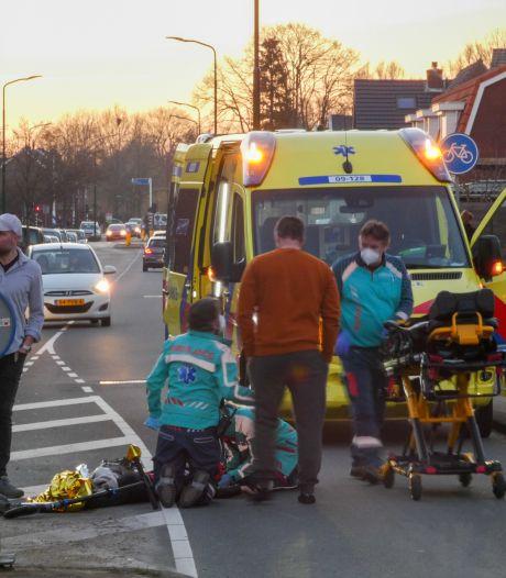 Jongetje met step op zebrapad aangereden en met spoed naar ziekenhuis