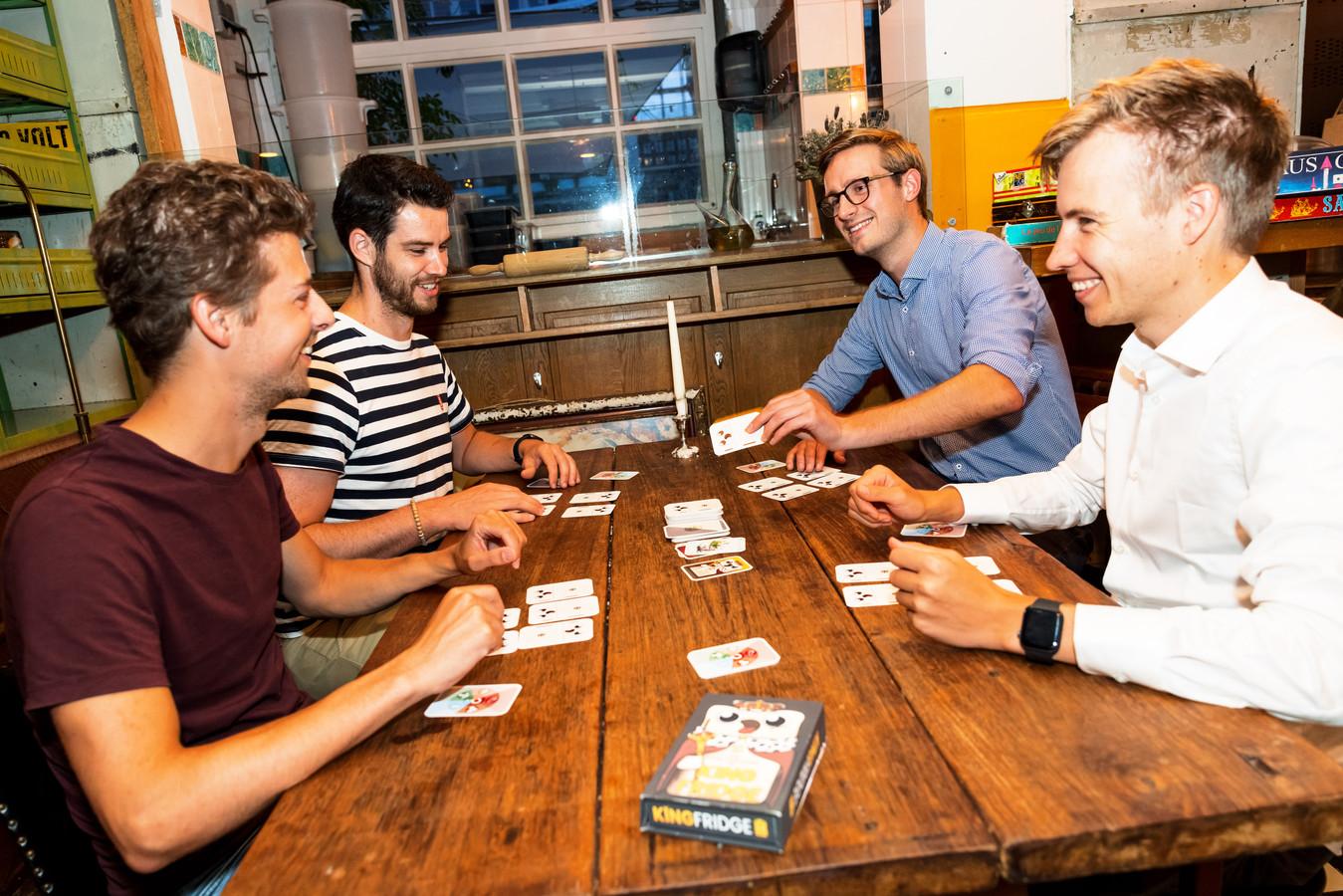 Vier Eindhovense studievrienden hebben een kaartspel uitgebracht: King Fridge. Vlnr: Niels, Sjoerd, Koen en Dennis.