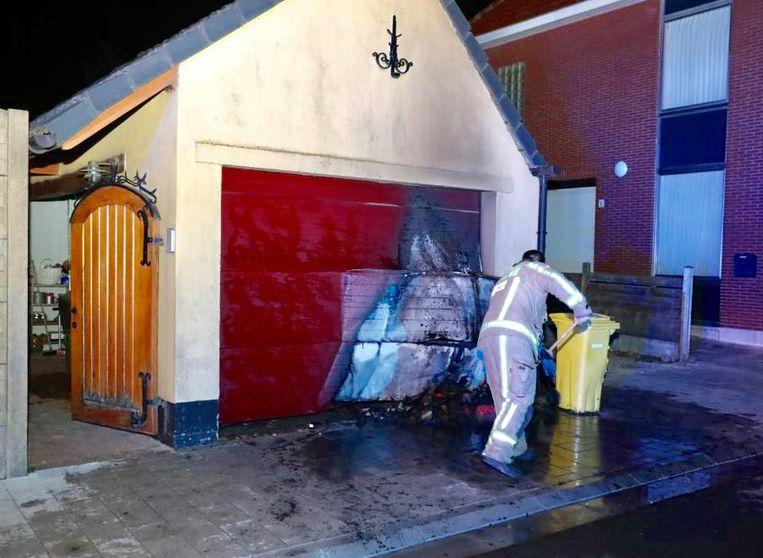Brand aan de garage van de Moretuslei 11 in Stabroek.