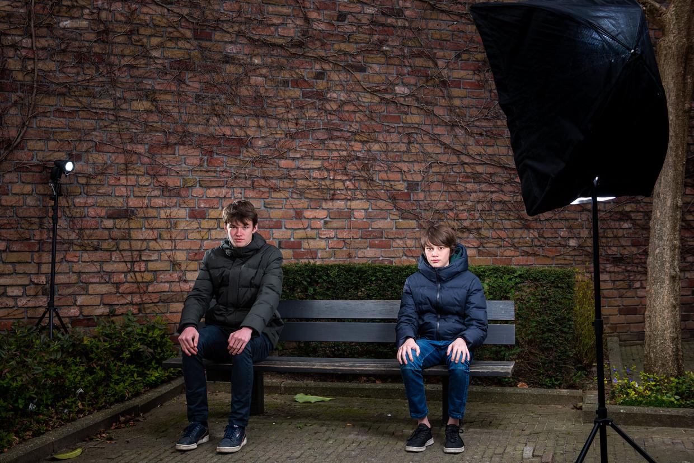De broers Milan en Noah Palmers missen hun vrienden, en de onlinelessen lukken ook niet zo vlot. 'Ik kan de leraar met moeite een vraag stellen', zegt Noah.
