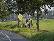 Motorrijder vliegt uit de bocht in Overloon en raakt gewond