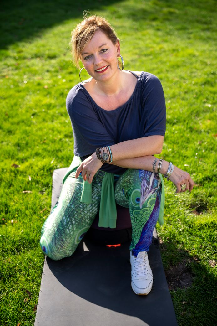Wendy Pijnenburg geeft yogales nadat zij 22 jaar geleden hersenletsel opliep bij een zwaar ongeval.