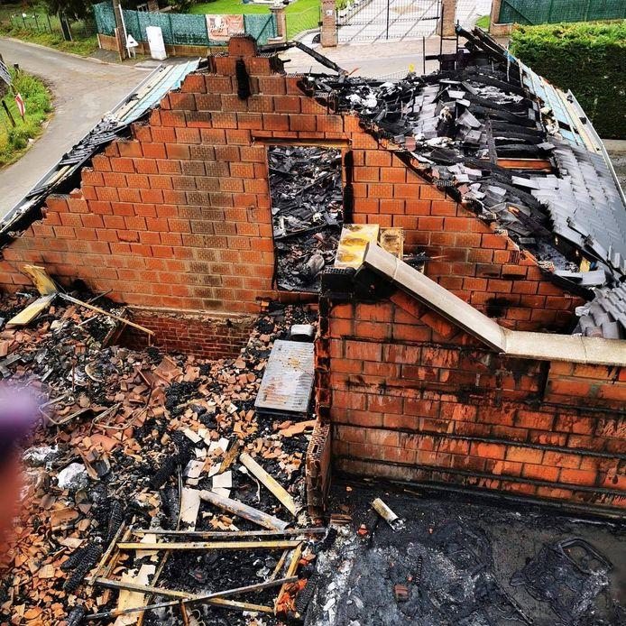 De brand vernielde het atelier, de winkel en de aanpalende garage.