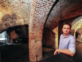 """Wie redt middeleeuwse raadskelder op Grote Markt van leegstand: """"We willen het pand aan de Kortrijkzanen teruggeven"""""""