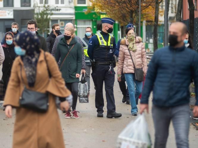 """OVERZICHT. Dit zijn de regels van de """"verstrengde lockdown"""": herfstvakantie verlengd, geen bezoek meer thuis en niet-essentiële winkels gesloten"""