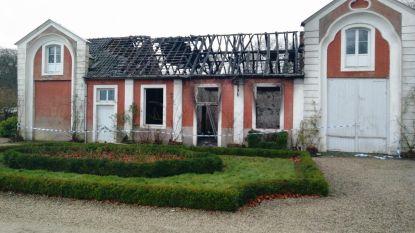 Brand vernielt koetshuis kasteel Smissenbroek