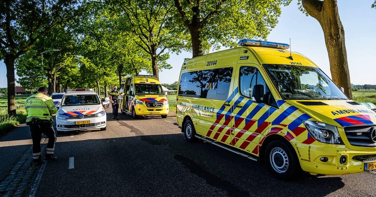 Scooterrijder met botbreuken naar ziekenhuis na ongeval.