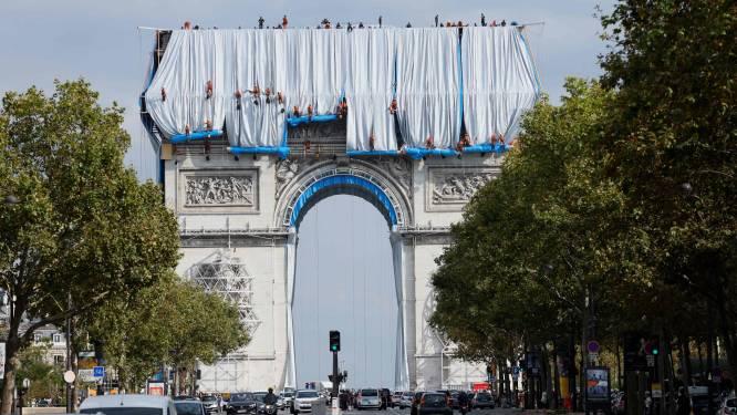 Arc de Triomphe in Parijs wordt ingepakt ter ere van overleden kunstenaar Christo