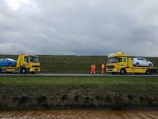 Auto's botsen en belanden naast N331 bij Zwolle