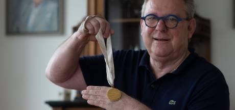 Jaap erfde medaille van zijn grootmoeder: 'Het staat voor een ongedwongen tijd'