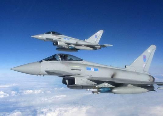 Twee Britse Typhoon-straaljagers