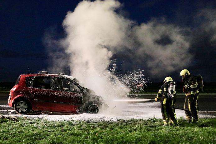 Brandweer blust de brand in Rutten.