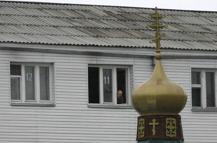 Beelden van het ziekenhuis in Krasnojarsk waar het gevangen Pussy Riot-lid Nadezjda Tolokonnikova deze week werd opgenomen. Beeld reuters