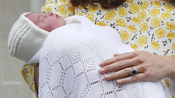 Kate en William tonen hun dochter aan de wereld