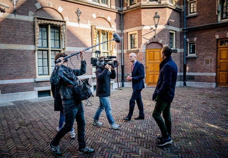 Demissionair Minister Stef Blok van Economische Zaken (VVD) bij aankomst op het Binnenhof voor de wekelijkse ministerraad.  Beeld ANP