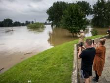 Hoogwater raast verder: Rijkswaterstaat waarschuwt recreanten