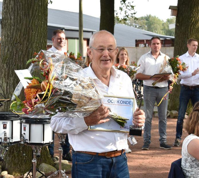 Hennie Lansink die maar liefst zestig jaar lid is van de Saasveldse muziekvereniging