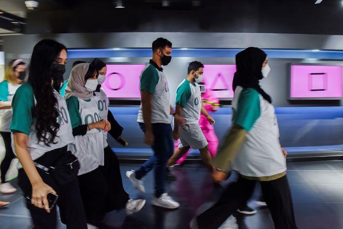 Deelnemers tijdens het Squid Game-event in Abu Dhabi.