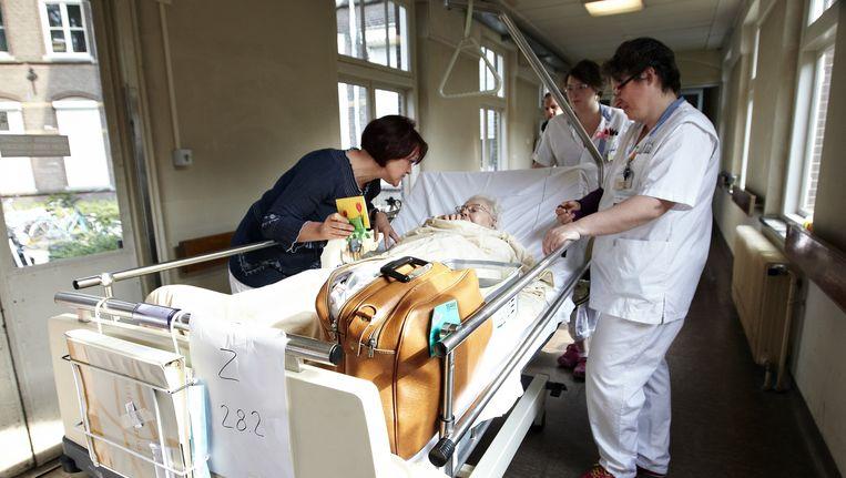 Patienten uit het Jeroen Bosch Ziekenhuis worden in april overgebracht naar het nieuwe gebouw in Den Bosch. Beeld ANP
