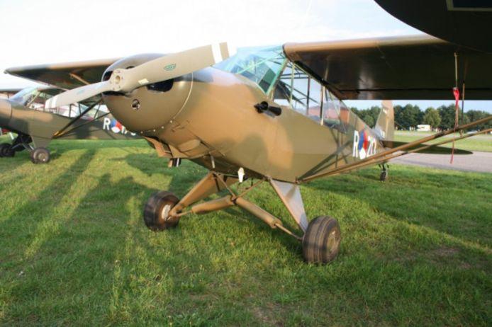 Deze piper cub was betrokken bij het ongeluk in Willemstad. Dit is de PH-RED Piper PA-18-125 Super Cub (1950).