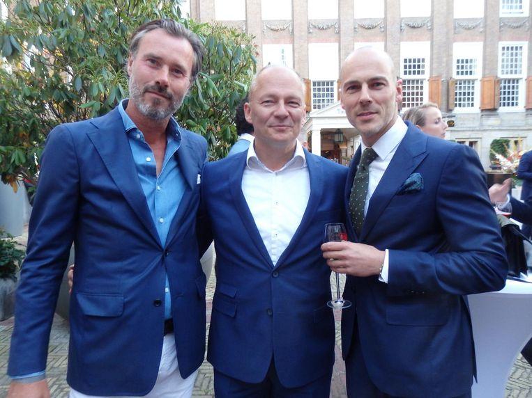 Michiel Okma (directeur Sony), Harm Kreulen (directeur KLM) en Chris van Luxemburg (Pakkend). Kreulen: 'Ik wil dit volgend jaar wel doen, maar dan is alles blauw. En eten in trolleys.' Beeld Schuim