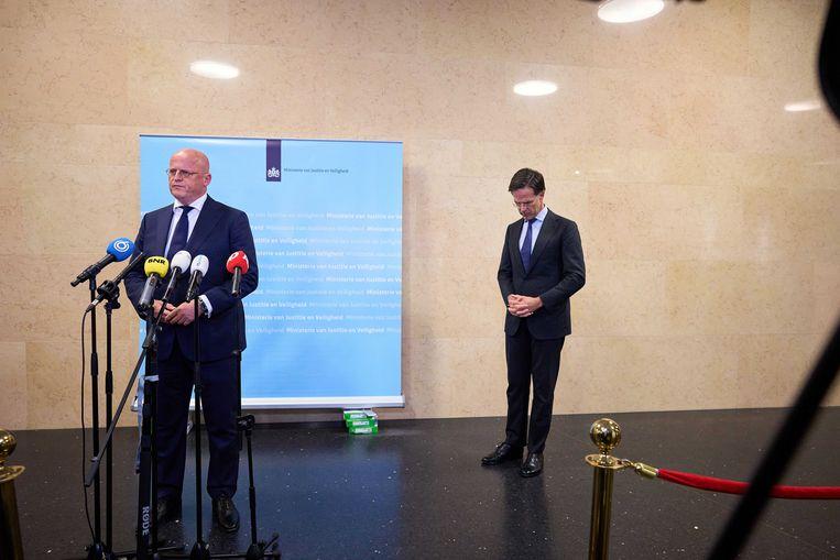 Minister Grapperhaus maakte er geen geheim van dat hij vindt dat de kabinetten-Rutte I en II de boel hebben laten versloffen. 'We hebben het onkruid verwaarloosd.' Beeld ANP